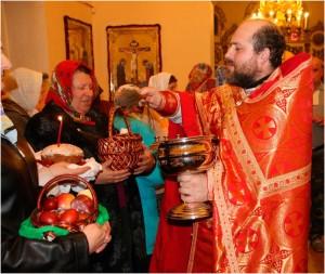 Фото: освящение куличей на Пасху