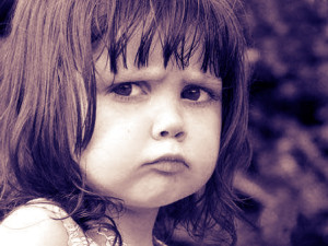 Фото: девочка обижена и надула губки