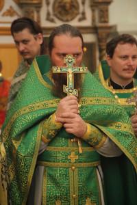 священнослужитель на литургии